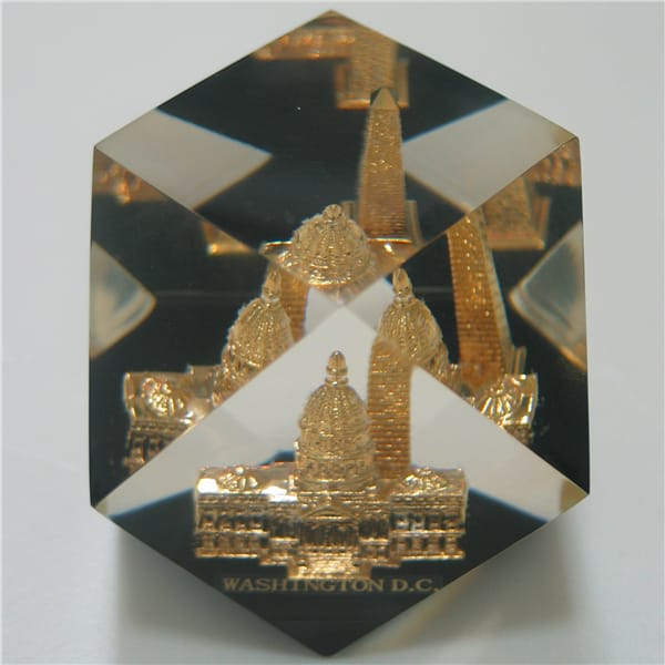 USA (White House) Embedded Polygon Transparent Paperweight