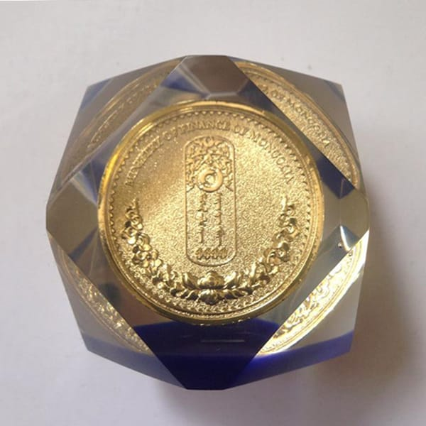 Quadrilateral Shape Coin Inside Crystal Resin Souvenir Gift