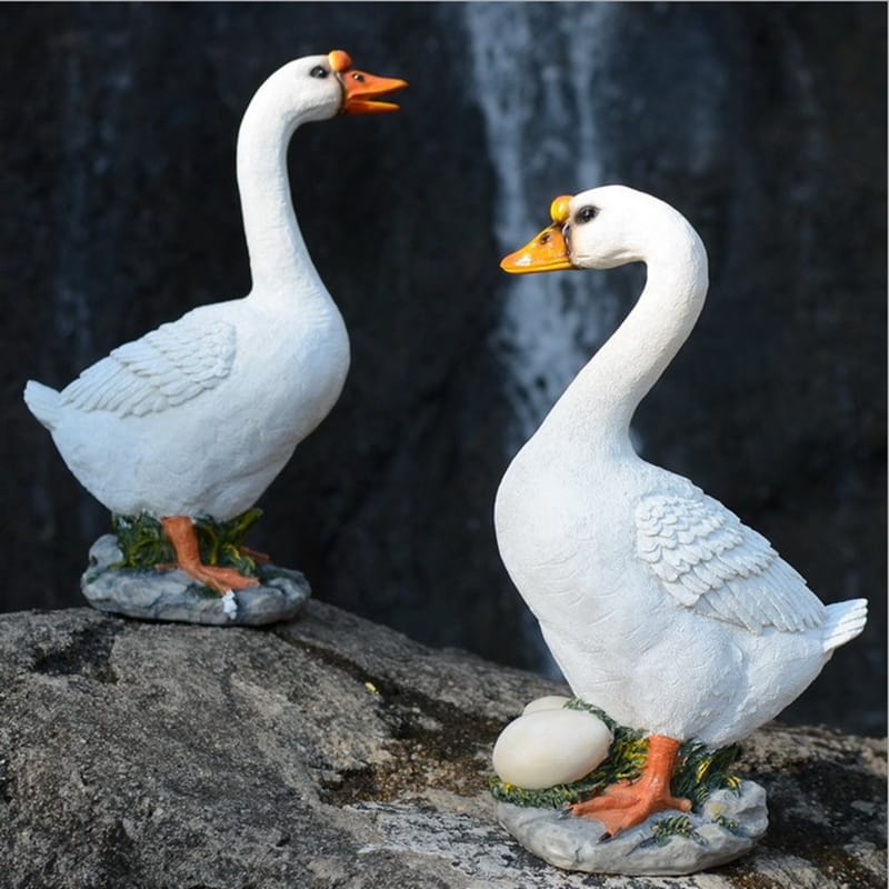 Resin Lifelike Goose Statue Garden Ornament