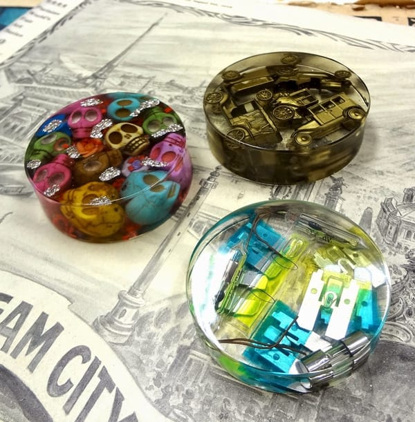Custom Casting Epoxy Resin Object Embedded Paperweight